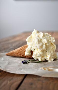 Salted Honey and Lavender Ice Cream Frozen Desserts, Frozen Treats, Easy Desserts, Dessert Recipes, Lavender Ice Cream, Sorbet Ice Cream, Gelato Recipe, Culinary Lavender, Ice Cream Treats