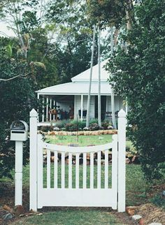 The Nordroom - The Colorful Brisbane Cottage of Interior Designer Anna Spiro Exterior Design, Interior And Exterior, Brisbane, Country Style Magazine, Queenslander House, Anna Spiro, Gravity Home, Front Gates, Front Fence