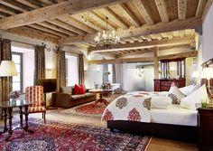 SALZBURG: ES GLAMOURT IN DEN SCHLOSS-SUITEN Aus einem ehemals exklusiven Society-Club in Salzburg wurde das Schloss-Hotel Mittersill. Das hat jetzt neue Suiten mit klingenden Namen bekommen.