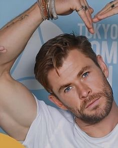 Chris Hemsworth Thor, Hollywood Actor, Hollywood Stars, Diego Sans, Hemsworth Brothers, Cute Actors, Celebrity Dads, Male Face, Good Looking Men