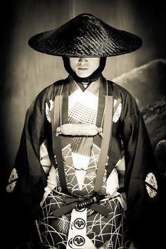 The Kimono Gallery: Photo Japanese Monk, Japanese History, Japanese Culture, Japanese Art, Samurai, Noh Theatre, Kimono, Art Asiatique, Traditional Fashion