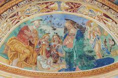 Le pareti di San Salvatore costituiscono una vera e propria antologia pittorica del territorio e senza alcun dubbio una delle più rappresentative del Quattrocento nursino. In questo edificio è possibile ammirare opere di Nicola da Siena, della famiglia degli Sparapane e di Domenico di Jacopo da Leonessa.