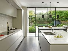 5 Staggering Useful Tips: Minimalist Kitchen Layout Floors minimalist home tour with kids.Colorful Minimalist Home Lounges minimalist kitchen cabinets lighting. Small Modern Kitchens, Modern Kitchen Design, Modern House Design, Interior Design Kitchen, Cool Kitchens, Interior Ideas, Modern Kitchens With Islands, Contemporary Kitchen Island, Open Kitchens