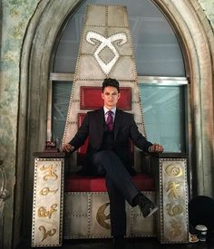 Gorgeous pic to promote the trial episode ... From the tv serie Shadowhunters ... the mortal instruments, magnus bane, shadowhunters, harry shum jr