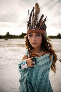 Boho Chic Feather Headpiece Native American/ Bohemian (Have to have a head dress of some type Feather Crown, Feather Headpiece, Aztec Headdress, Bohemian Girls, Vintage Bohemian, Bohemian Groom, Boho Gypsy, Hippie Boho, Estilo Hippy