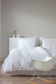 #Nordic bedroom with grey wall and white linen bedding #bedroom #white #light_grey #scandinavian