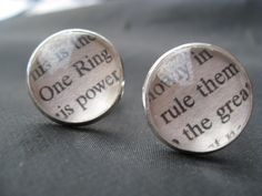 These Lord of the Rings cufflinks make a great wedding gift for your new husband. Friend Wedding, Wedding Men, Dream Wedding, Wedding Ideas, Wedding 2015, Wedding Stuff, Wedding Rings, Hobbit Wedding, Medieval Wedding