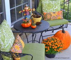 Fall vignette on the front porch Fall Vignettes, Autumn Inspiration, Autumn Ideas, Autumn Decorating, Thanksgiving Decorations, Fall Decorations, Southern Homes, I Fall, Worthing