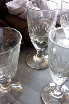 Antique glasses aux Puces du canal Florence Bouvier photo Patrice Gavand via CôtéMaison.fr