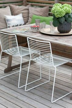 Outdoor seating IKEA - modern mixed with more rustic Outdoor Seating, Outdoor Tables, Outdoor Spaces, Outdoor Living, Outdoor Decor, Outdoor Lounge, Metal Chairs, Patio Chairs, Table And Chairs