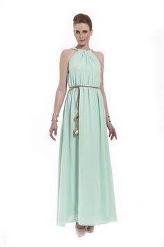 Φόρεμα maxi με σούρες και κολιέ από πέρλες εμπρός και πίσω στον λαιμό 959233be2a1