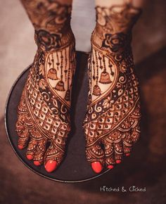 25 Fresh & Stunning Foot Mehndi Designs for the Modern Brides Leg Mehendi Design, Leg Mehndi, Indian Mehndi Designs, Mehndi Designs Book, Stylish Mehndi Designs, Mehndi Design Pictures, Beautiful Henna Designs, Mehndi Designs For Hands, Henna Mehndi
