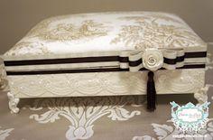 CAIXA PARA KIT TOALETE COM RENDA :: OFF WHITE E MARROM www.bibelodeluxo.com.br . Fotos: Bibelô de Luxo