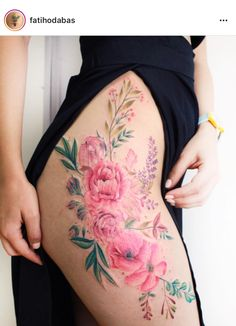 The flower thigh tattoo is very feminine and sexy. See a gallery of the most amazing flower thigh tattoo for women, and get one. Pretty Tattoos, Cute Tattoos, Beautiful Tattoos, Body Art Tattoos, New Tattoos, Girl Tattoos, Tatoos, Flower Hip Tattoos, Floral Thigh Tattoos