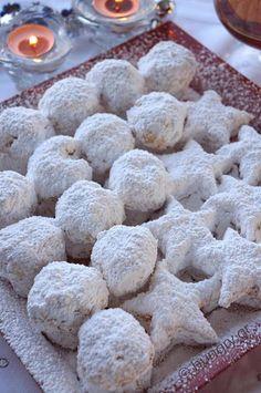 Kitchen Stories: Kourabiedes of New Karvali Greek Sweets, Greek Desserts, Greek Recipes, Desert Recipes, Christmas Recipes For Kids, Christmas Dishes, Christmas Cooking, Sweets Recipes, Wine Recipes