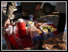 Un desayuno típico que pudimos disfrutar después de nuestro paseo entreo los Geiseres. Según va saliendo el sol el vapor desaparece y aparecen las ganas de comer algo... Nada mejor que tener un guía como el nuestro