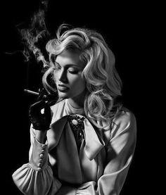 Beautiful b and w portrait photography Film Noir Fotografie, Rauch Fotografie, Smoking Ladies, Girl Smoking, Black And White Portraits, Black And White Photography, Portrait Photography, Fashion Photography, Women Smoking Cigarettes