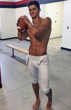 Most Beautiful Man - Page 10 of 216 - Mode Masculine, Male Feet, Shirtless Men, Sport Man, Most Beautiful Man, Gorgeous Men, Workouts, Workout Gear, Exercises
