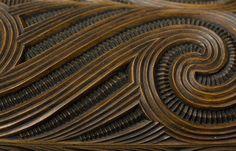 Example of whakairo surface design along with haehae/carved parallel ridges plus pakati/notching. This is the detail of a waka huia/treasure box carved simply by Te Rangikapiki Fraser. Maori Face Tattoo, Papua Nova Guiné, Maori Patterns, Polynesian Art, Maori Tattoo Designs, Nz Art, Cafe Art, Wood Carving Patterns, Maori Art