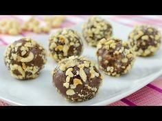 Bomboane Ferrero Rocher – reteta video via My Recipes, Baking Recipes, Cookie Recipes, Dessert Recipes, Favorite Recipes, Baking Ideas, Ferrero Rocher, Yummy Treats, Delicious Desserts