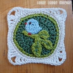 Little bird square - very basic pattern is free, use Google translate for this German site.  #crochet #motif