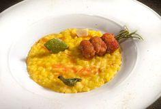 RICETTA: Cercate un risotto speciale 2 stelle Michelin per il vostro pranzo o un'occasione importante? Ecco il Riso carnaroli, zafferano, gamberi di fiume, sciroppo d'acero e noce moscata dello chef Marco Sacco!