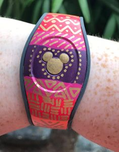 Disney Magic Bands, Cruise Boat, Disney World Resorts, Disney Outfits, Custom Paint, Paintings, Trending Outfits, Unique Jewelry, Handmade Gifts