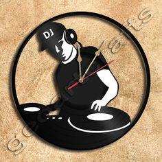 Wall Clock DJ On Deck Vinyl Record Clock Upcycled Gift Idea op Etsy, 28,00€