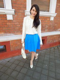 >flared skirt<