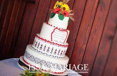 Aranjamente nunta traditionale romanesti decor sala cu aranjamente din floarea soarelui si obiecte traditionale IssaMariage Romanian Wedding, Evening Dresses, Traditional, Cake, Creative, Diana, Wedding Ideas, Weddings, Beauty