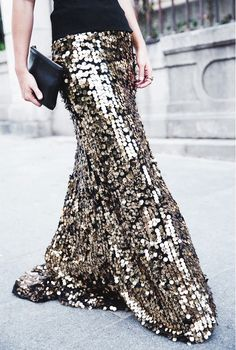 Black And Gold Sequin Maxi Skirt # Vintage Trends Of Fall Apparel Skirt Sequin Maxi Skirts Maxi Skirt Black And Gold Maxi Skirt Clothing Maxi Skirt 2014 Maxi Skirt Outfits Maxi Skirt How To Style Fashion Mode, Fashion Week, Look Fashion, Fashion Beauty, Womens Fashion, Fashion Trends, New Years Eve Dresses, Look Plus Size, Costume