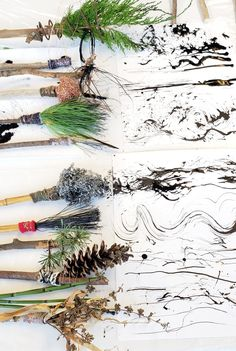 Found object and Nature brushes for and abstract art. Art Painting Tools, Art Assignments, Italy Art, Found Object Art, Encaustic Art, Diy Canvas Art, Art Challenge, Recycled Art, Mark Making