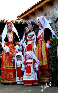 Costume di Oristano, Sardegna - Italia