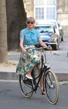 Candid paparazzi pictures of country-pop superstar Taylor Swift riding a bicycle in Paris, France on October 1, 2012 2
