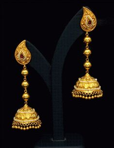 Gold Earrings latest jewelry designs - Page 8 of 13 - Jewellery Designs Gold Jhumka Earrings, Jewelry Design Earrings, Gold Earrings Designs, Gold Jewellery Design, Antique Earrings, Gold Designs, Indian Earrings, Gold Jewelry Simple, Trendy Jewelry