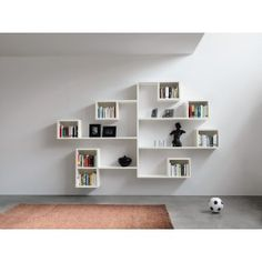 Composition de Bibliothèque de la gamme LAGOLINEA avec des étagères en bois laqué et et en couleur, choississez votre forme et votre design. Design by LAGO
