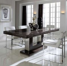 Elegante mesa de comedor extensible hasta 50cm extra, disponible en varios acabados y medidas.
