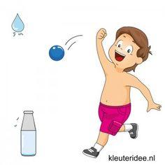 Het spel wordt gespeeld met tweetallen. Iedere speler heeft een fles gevuld met water. De spelers gaan achter de fles staan. Nu wordt met een bal over de grond gerold of gegooid in de richting van de fles van de tegenstander, met als doel deze om te gooien. Wanneer de fles is omgegooid, moet de andere speler eerst de bal ophalen en dan pas de fles recht zetten. Om beurten wordt er met de bal gerold. Wie het eerst geen water meer in de fles heeft, is de verliezer van het spel. Water Theme Preschool, School Clipart, Indoor Games, Preschool Lessons, Kids Gifts, Camping, Games To Play, Kids Room, Kindergarten