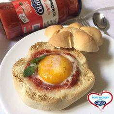 Uova al pomodoro nel pane | Cirio ricetta di @lunasul #pomodoro #ricetta #recipes #tomato #recipe #italianrecipe #uova #pane