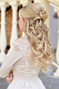 Blonde bride hairstyle with beautiful curls Unique Wedding Hairstyles, Formal Hairstyles, Bride Hairstyles, Cute Hairstyles, Wedding Hair And Makeup, Bridal Hair, Hair Makeup, Great Hair, Hair Lengths