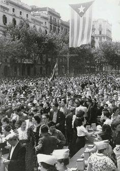 Diada Nacional de Catalunya 1936 - Fotografia Pérez de Rozas Barcelona City, Aesthetic Collage, Best Cities, Old Pictures, Cuba, Documentaries, Dolores Park, Spanish, 1