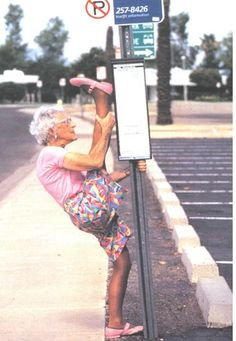 Think yoga is just for young folks? Think again! These 11 amazing seniors doing yoga prove that yoga and flexibility know no age limit. Check it out! Young At Heart, Aging Gracefully, Belle Photo, Getting Old, Funny Photos, Funny Images, Bing Images, Decir No, I Laughed