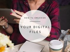 Does it take you forever to find files on your computer? Here's how to organize your digital files & get rid of clutter! Free desktop organizer...