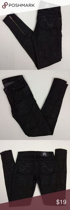 """Rock & Republic Black Skinny Jeans Sz 26 x 31 These Rock & Republic Skinny jeans have zippers at the ankles. They are black with a snake design that is not consistent throughout. Size 26 x 31. In gently used condition. Waist measures 14"""" across. 7.5"""" Rise. 31"""" Inseam. Rock & Republic Jeans Skinny"""
