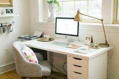 Ruth Allen's New England Home Tour #theeverygirl #office #desk #styling