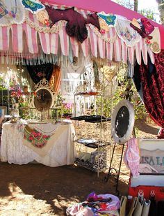 Lisa's booth, love the drapes and embellishments on canopy. would look great on massage/pedi cabana in backyard Craft Show Booths, Craft Booth Displays, Craft Show Ideas, Display Ideas, Market Displays, Store Displays, Lisa Booth, Craft Markets, Flea Markets