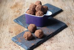 The combination of ginger, orange and chocolate in these truffles is utterly delicious and ideal if you're looking to make something a little different. #vegan #Christmas