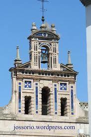 Espadaña del antiguo convento de la Paz, sede de la Cofradía de la Sagrada Mortaja, Sevilla.