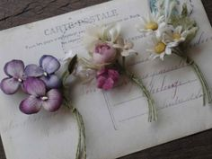 『小花の小さなリース』 Clay Flowers, Dried Flowers, Fabric Flowers, Paper Flowers, Flora Vintage, Vintage Flowers, Lace Painting, Fabric Brooch, Flower Letters