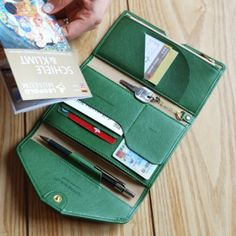 All-in-One Slim Leather Clutch Organize your Travel